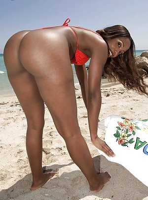 Black Pussy On The Beach - Beach Pictures and Black Pussy Porn
